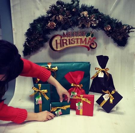 クリスマスラッピング撮影中